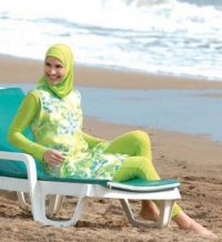 playa-mujeres.jpg