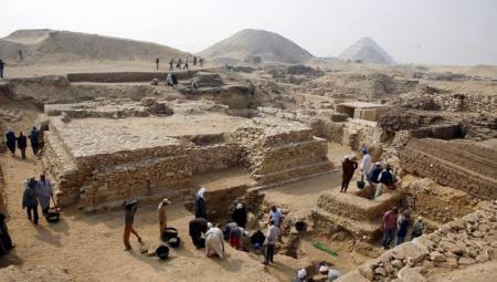 piramide reina sesheshetjpg