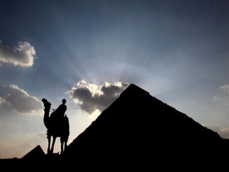 piramides-oscuras-egipto.jpg